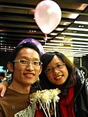 2011.Jan-[新北市平溪、宜蘭礁溪] 十分瀑布 & 礁溪老爺:17_我們也快結婚了,來沾沾喜氣.JPG