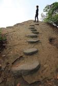 2021.Apr-[台南楠西、東山] 竹子尖山、崁頭山:40_突出的岩石很適合裝酷拍照.JPG