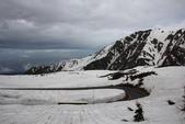 2014.Jun-[日本富山、長野] 立山黑部:08_這就是大雪壁,最高可達20M〈但今天風太強沒辦法走下去看...殘念〉.JPG