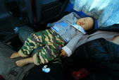 2017.Apr-[日本沖繩] 沖繩:19_小鬼在車上睡成這樣.jpg