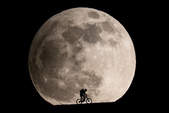 好大的月亮:schmidli_moon1_jpg_CROP_original