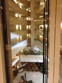 Guam 的短暫停留:幾乎全透明的電梯
