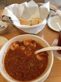 Guam 的短暫停留:當店招牌beaching shrimp,湯頭像是不太辣的麻辣鍋底,喜歡亞洲口味的可以加米粉或飯,但baguette烤得相當好吃