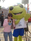 公館。水岸新世界親水通廊開幕 :11-我和大眼蛙照一張.JPG