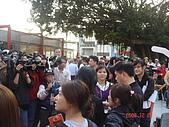 公館。水岸新世界親水通廊開幕 :20-郝市長被記者們包圍囉.JPG