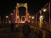2008 11 23 大溪橋+峨嵋大彿+長壽村糯米橋:大溪橋夜景+我.JPG