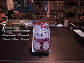 Apple_iphone__貼鑽設計:7-Design 工作室_Swarovski-元素_手機貼鑽_iphone-4s-Hello-Kitty-紅_-水晶-水鑽設計-1.png