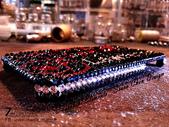 Apple_iphone__貼鑽設計:7-Design 工作室_Swarovski 元素_手機貼鑽_iphone 4s_時尚花紋 紅_水晶 水鑽 貼鑽設計-5.jpg