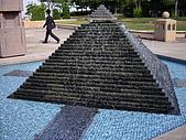 2008-10-11-01 福岡~:15 福岡-有埃及的金字塔.JPG