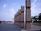2008-10-11-01 福岡~:16 福岡-像不像有名的巨大石像.JPG