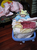 又有新玩具..螃蟹椅 :89716483_l.jpg