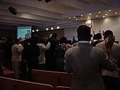 Oakland黑人教會:講道結束後一堆人一窩蜂的跑到台前禱告